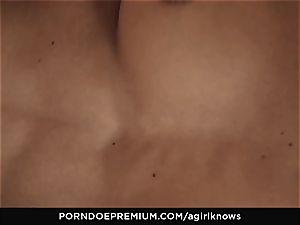 A girl KNOWS - bombshell Jimena Lago enjoys girl/girl poke