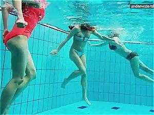 trio naked girls have joy underwater