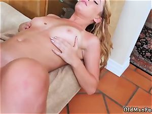 ample tit and caboose cougar xxx Frannkie And The gang Tag crew A Door To Door Saleswoman