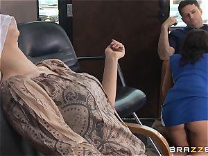 Hairdresser Rachel Starr catches a immense cumload