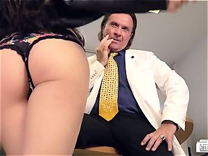 booties Buero - hook-up at the office with spunk on German labia