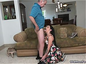 Mature stud pulverizes youthfull female Frannkie s a rapid learner!